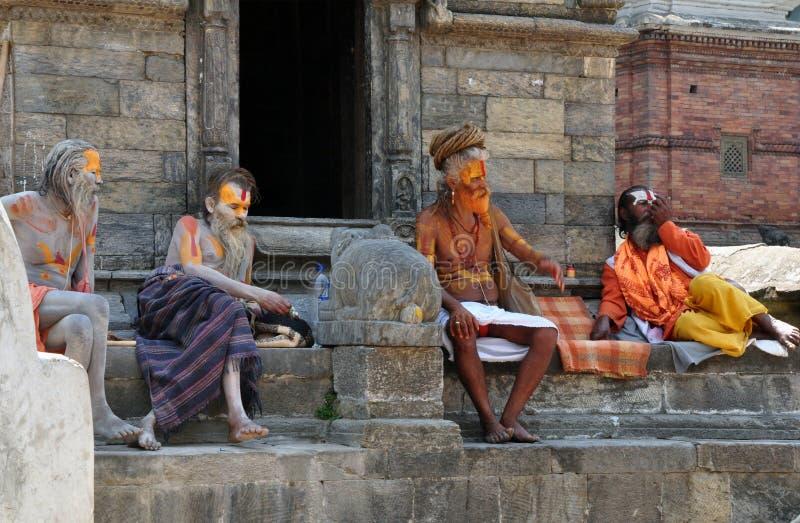 Sadhus i Pashupatinath royaltyfri foto