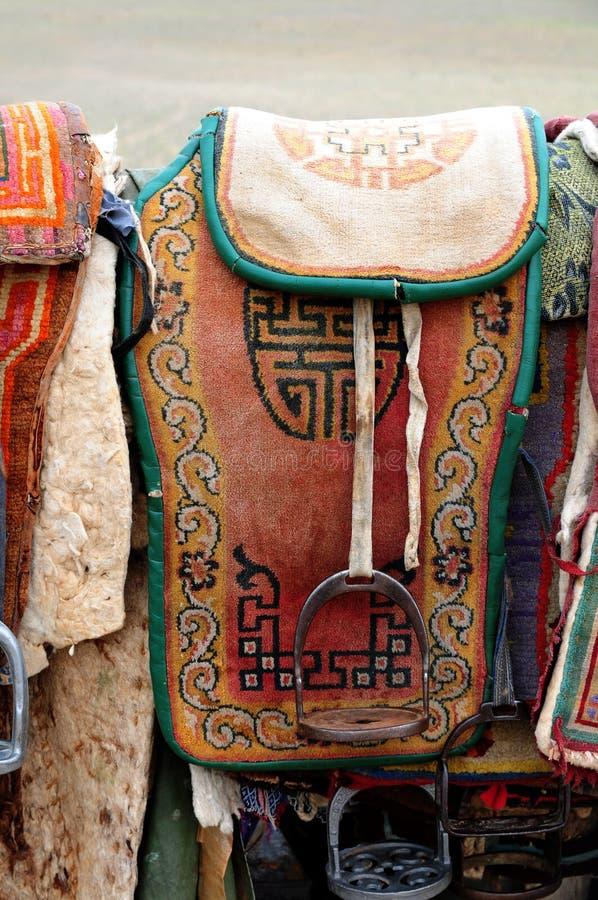 sadlar för hästmongolia nomad arkivfoto