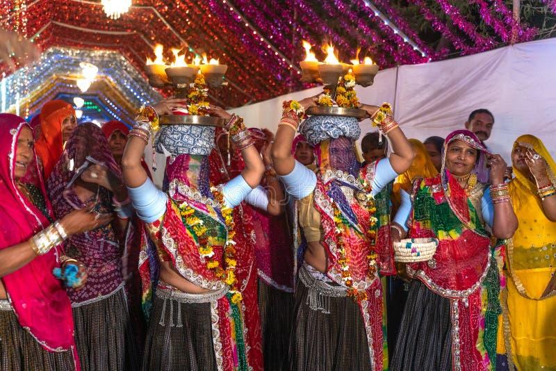 Sadri/india-12 07 2019: Die traditionelle rajasthani Hochzeitszeremonie lizenzfreies stockfoto
