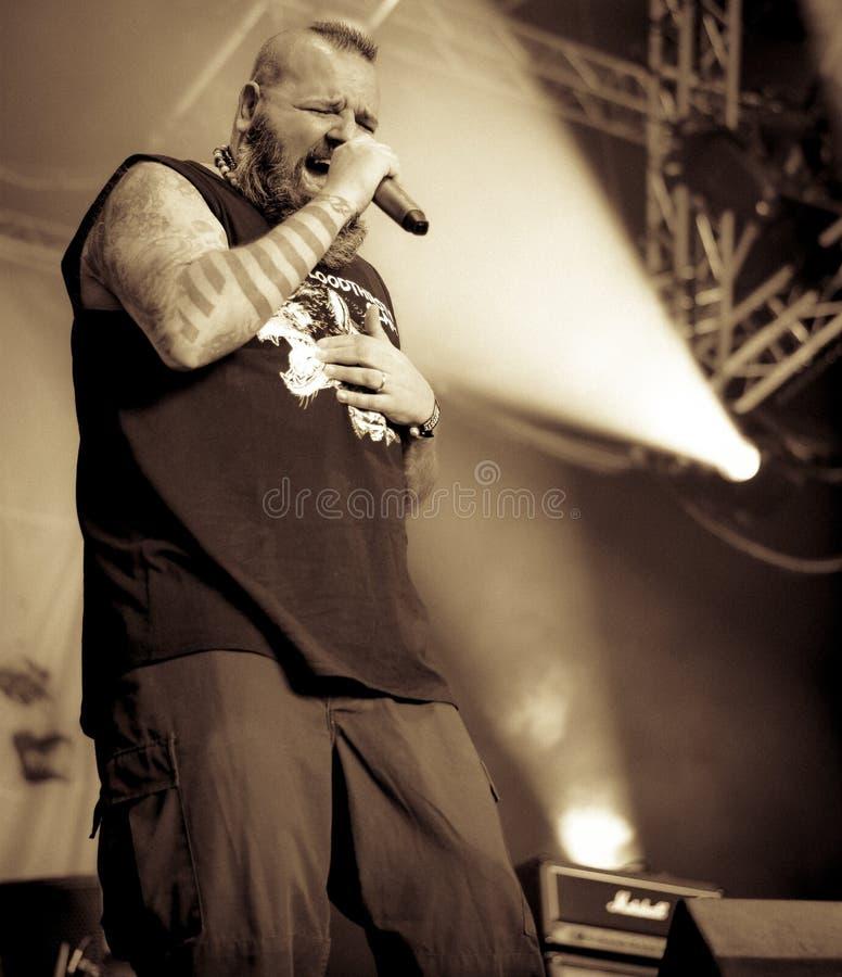 Sadysty metalu zespół żywy w koncercie, zdjęcia royalty free