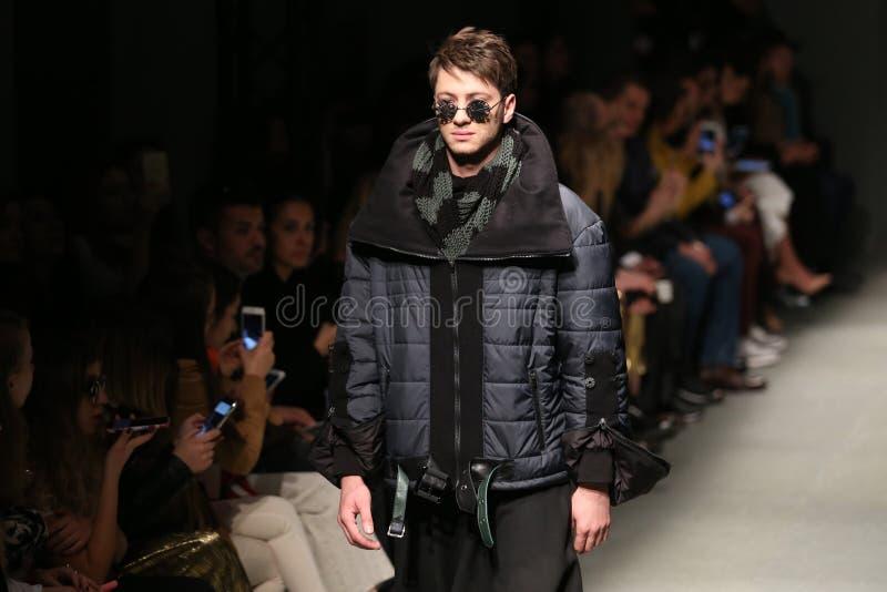 Safak Tokur Catwalk in Mercedes-Benz Fashion Week Istanbul lizenzfreies stockbild