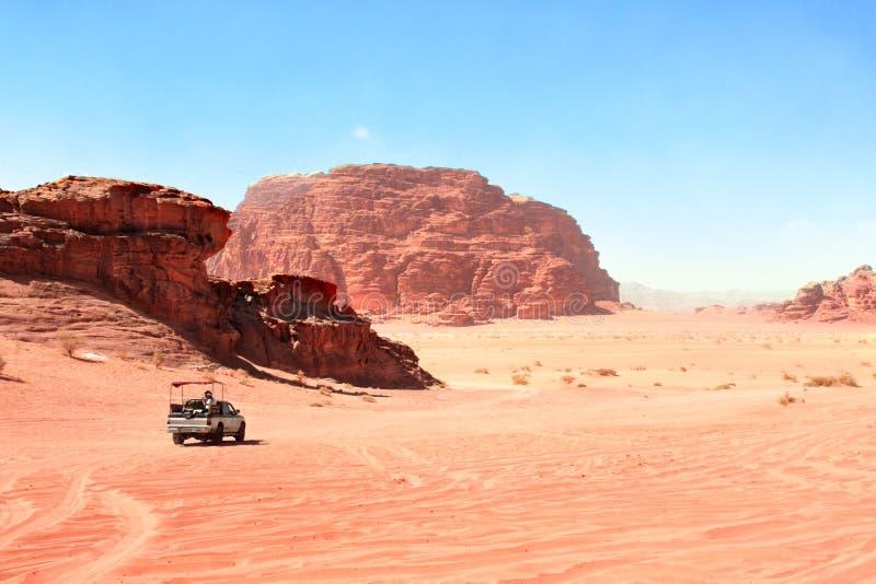 Safari de jeep en désert de Wadi Rum, Jordanie image libre de droits
