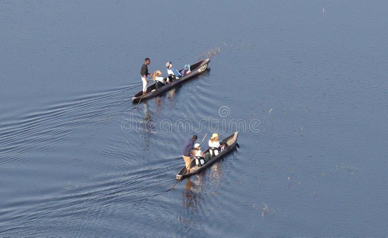 Safari de Mokoro en Botswana imagenes de archivo