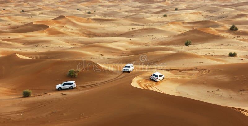 Safari del jeep en las dunas de arena imágenes de archivo libres de regalías