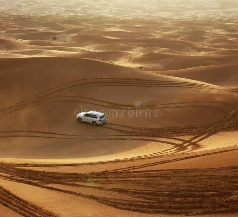 Safari del jeep en las dunas de arena en Dubai fotos de archivo libres de regalías