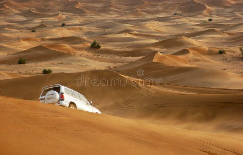 Safari della jeep nelle dune di sabbia fotografie stock