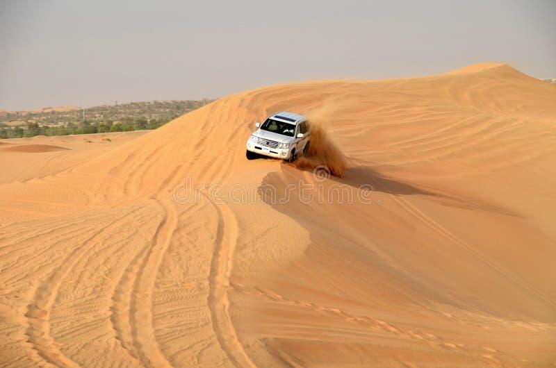 Safari do jipe em torno de Dubai foto de stock