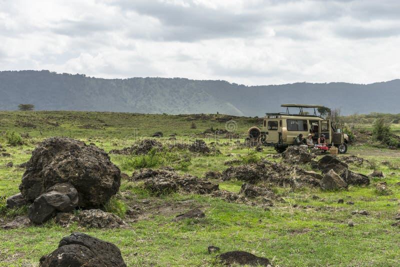 Safari en el cráter de Nogorongoro imagenes de archivo