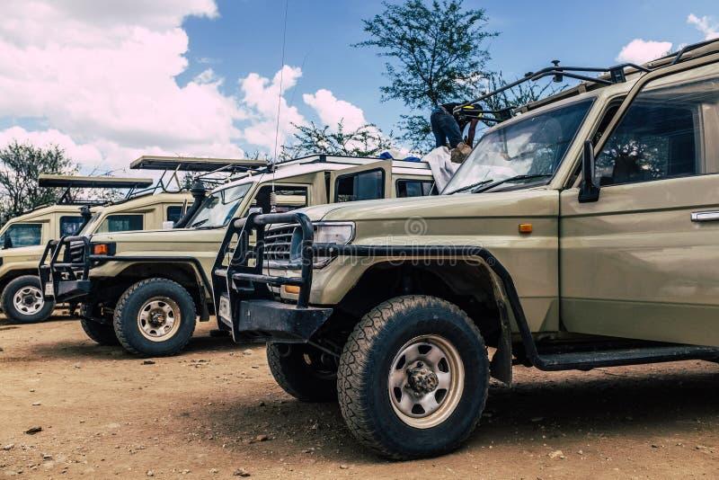 Safarifahrzeuge am bereiten lizenzfreies stockfoto
