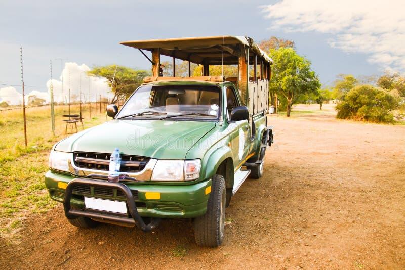 Safarivrachtwagen stock afbeelding