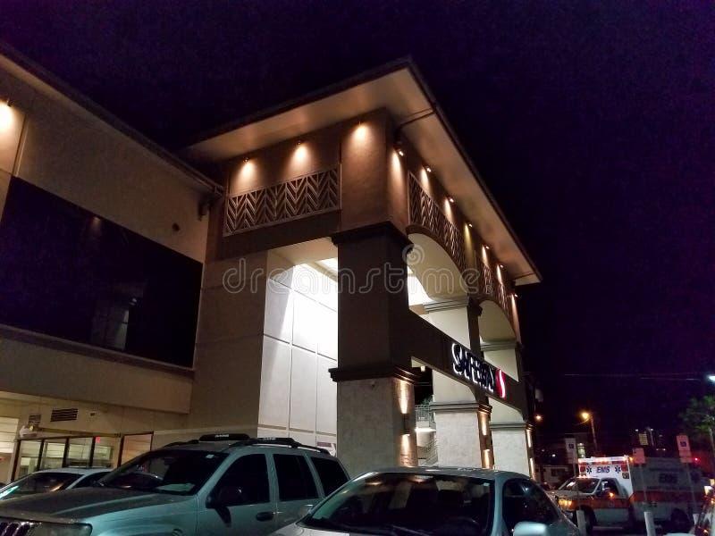 Safeway lager på natten arkivfoton
