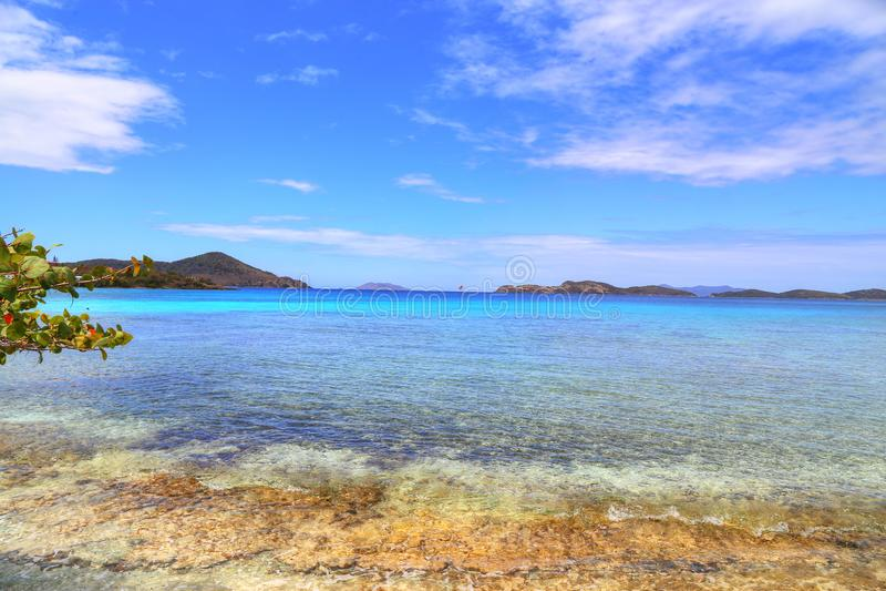 Safirstrand på den St Thomas ön arkivbilder