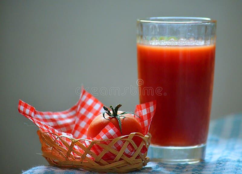 Saft der Tomaten stockbild