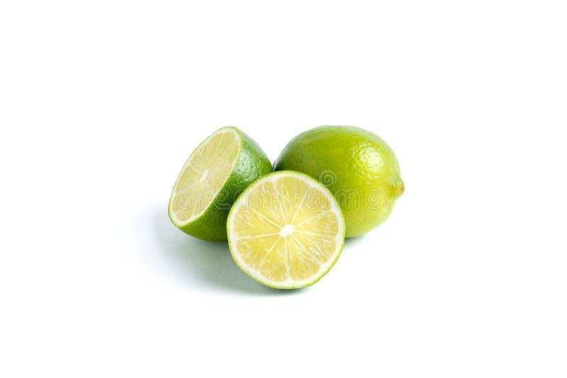 Saftig limefrukt p? vit bakgrund arkivbild