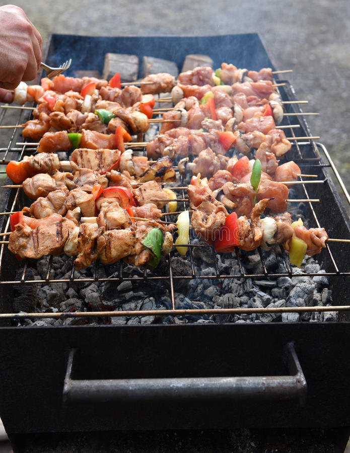 Saftiga grillade kebaber royaltyfri fotografi