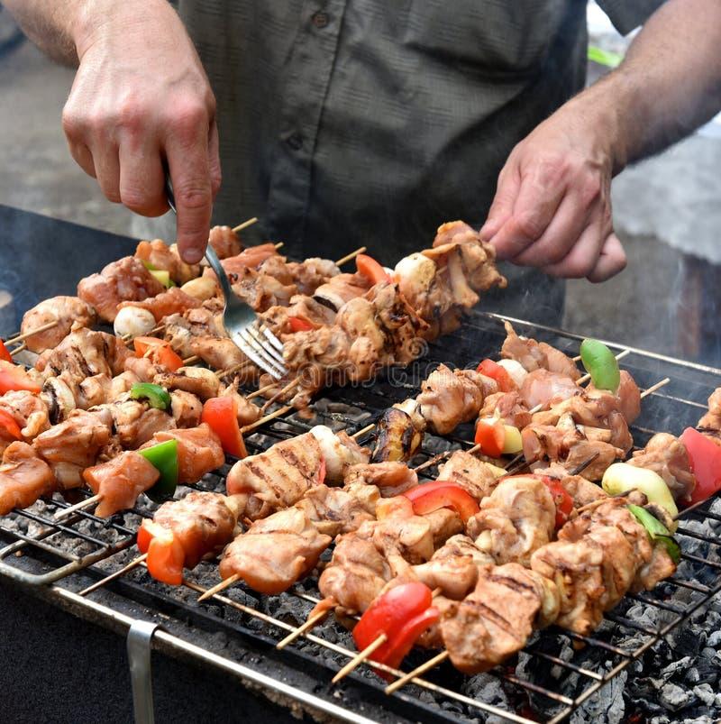 Saftiga grillade kebaber fotografering för bildbyråer