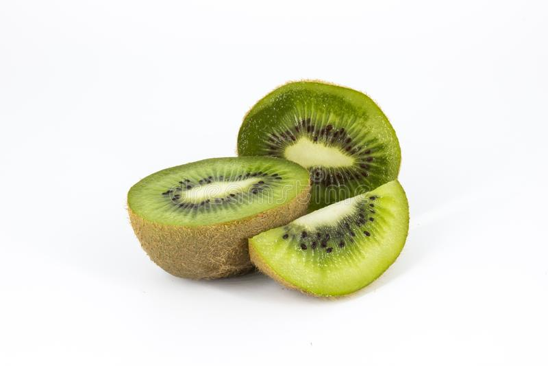 Saftige Kiwi auf Weiß lizenzfreies stockbild