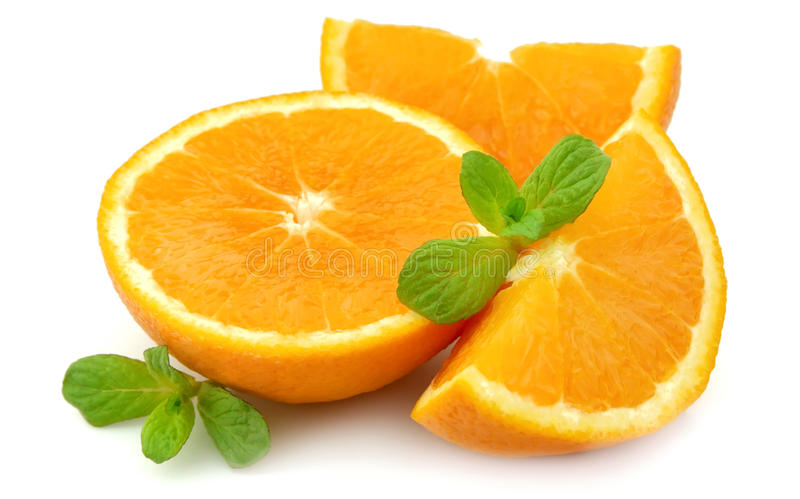 Saftige Orange mit Minze stockfoto