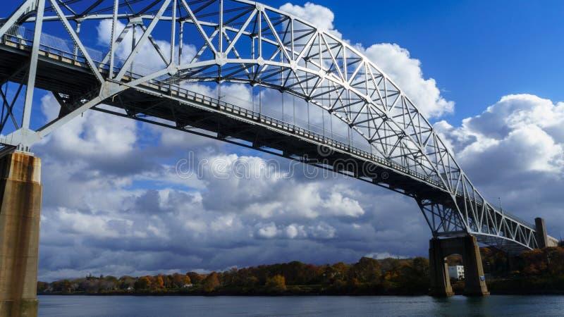 Sagamore Bridge über dem Cape Cod-Kanal lizenzfreie stockfotografie