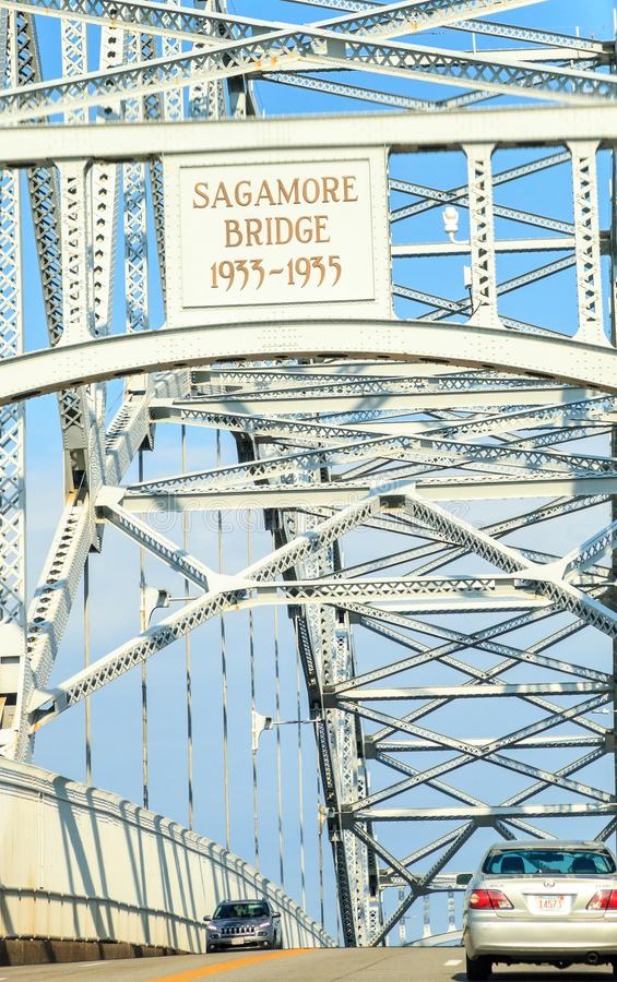 Sagamore Bridge i Bourne, Massachusetts på motorvägen mot staden Boston royaltyfri foto