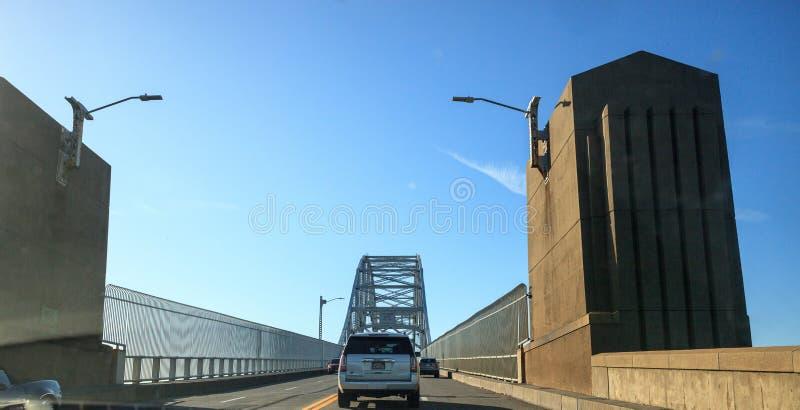 Sagamore Bridge i Bourne, Massachusetts på motorvägen mot staden Boston royaltyfria bilder