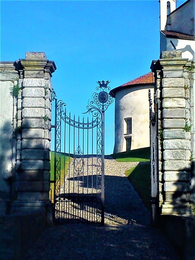 Sagaport, romantisk ingång och slott royaltyfria foton