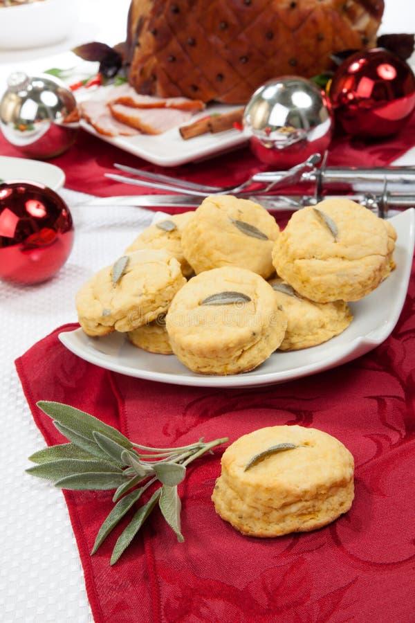 Sage Biscuits e prosciutto aromatizzato arrostito fotografia stock