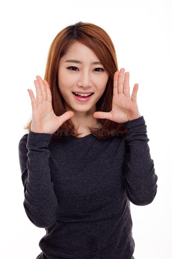 Sagen der jungen asiatischen Frau lizenzfreie stockfotografie