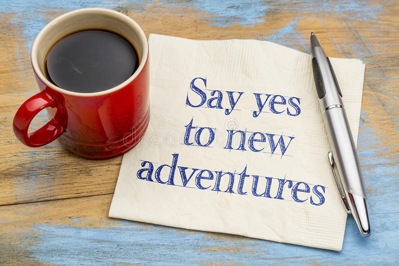Sagen Sie ja zu den neuen Abenteuern - Serviette lizenzfreie stockfotografie