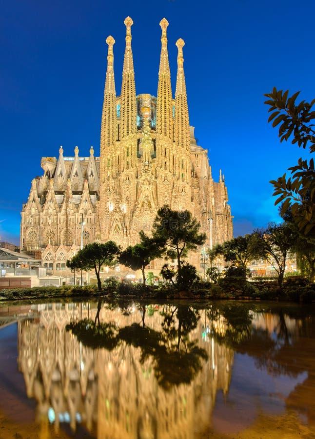 Sagrada Familia en la noche, Barcelona foto de archivo libre de regalías