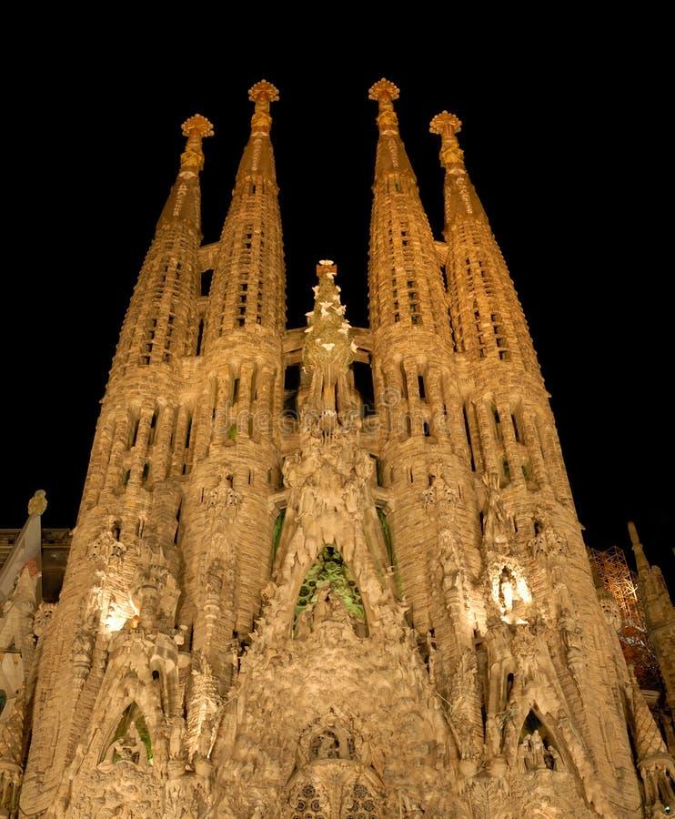 Sagrada Familia en la noche, Barcelona España fotografía de archivo