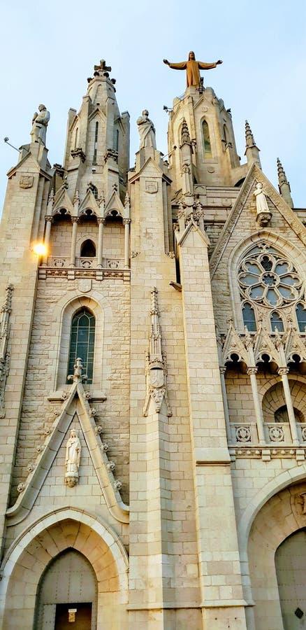 Sagrat惊叹俯视巴塞罗那,西班牙的天主教 库存照片