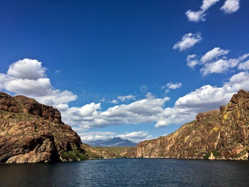 Saguaro sjö i den Tonto nationalskogen, Arizona, USA royaltyfri foto