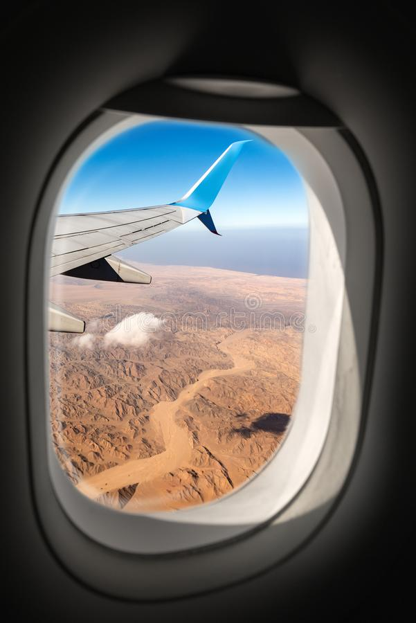 Sahara Desert et la Mer Rouge par la fenêtre d'avion photos libres de droits