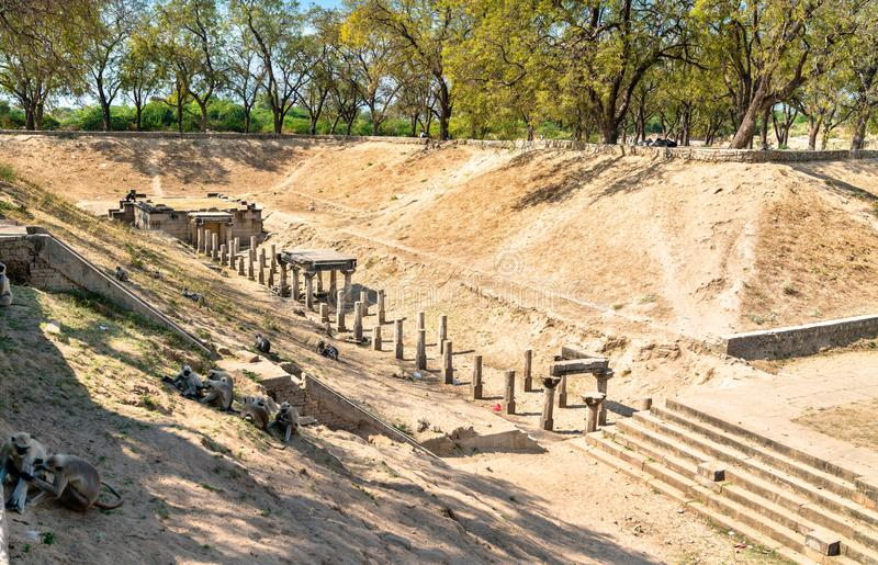 Sahasralinga Talav, een middeleeuwse kunstmatige watertank in Patan - Gujarat, India stock foto's