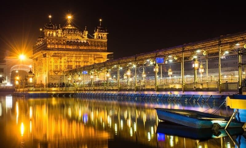 Sahib de oro del templo-Harmander, el lugar sagrado para los sikhs en Amritsar Punjab la India imágenes de archivo libres de regalías