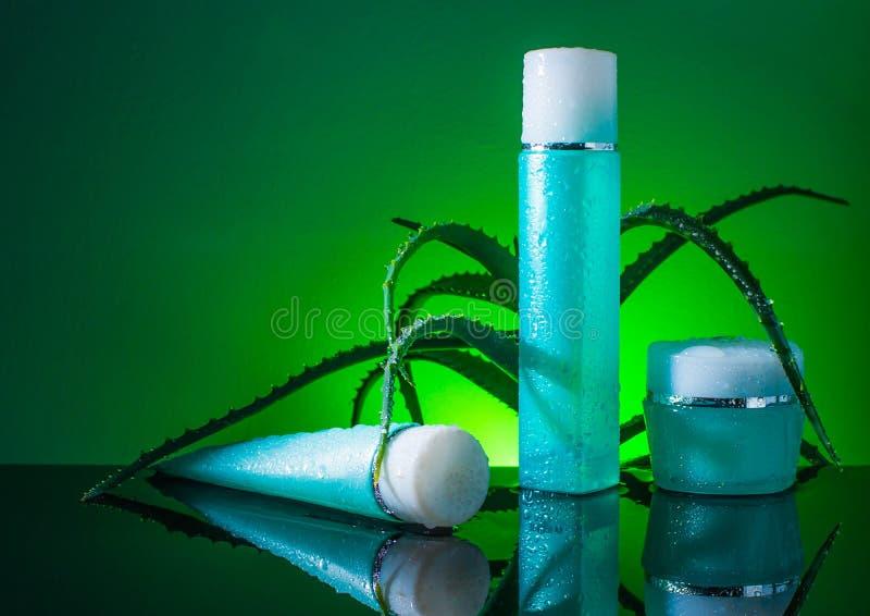 Sahnefrisches, kosmetisch, Wasser, skincare, grün stockfotos