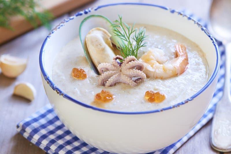 Sahnige Suppe der Meeresfrüchte stockfoto