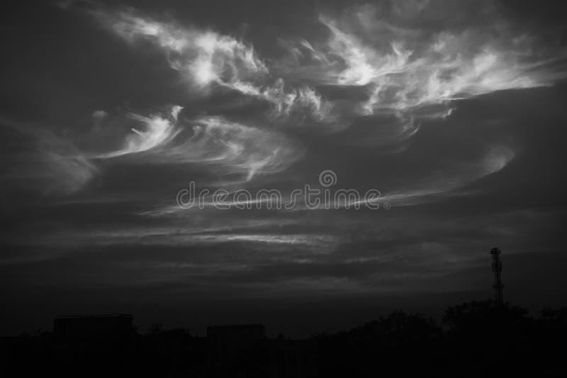 Sahnige Wolken stockfoto