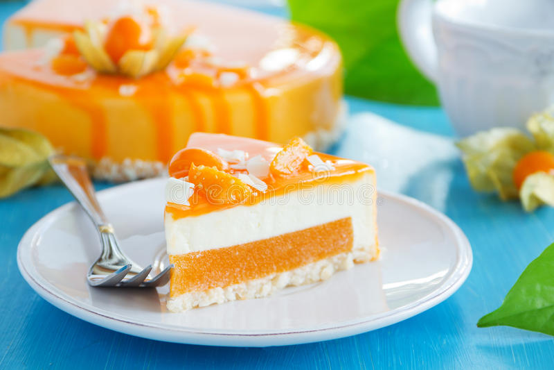 Sahniger Kuchen mit Kokosnuss lizenzfreies stockfoto