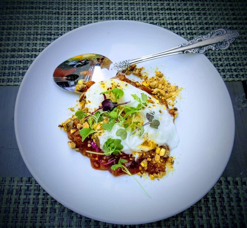 Sahniges buratta für das Mittagessen - sehr frisch am italienischen Restaurant lizenzfreies stockbild