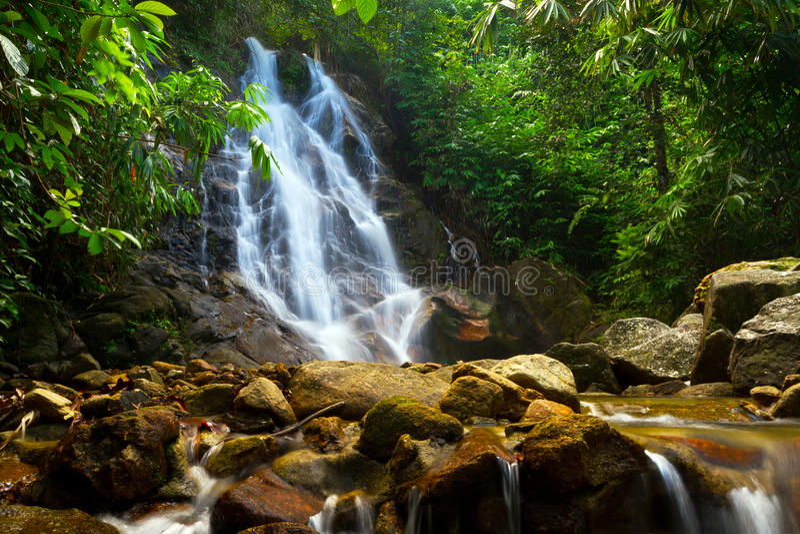 Sai在泰国的密林敲响了瀑布 免版税库存照片