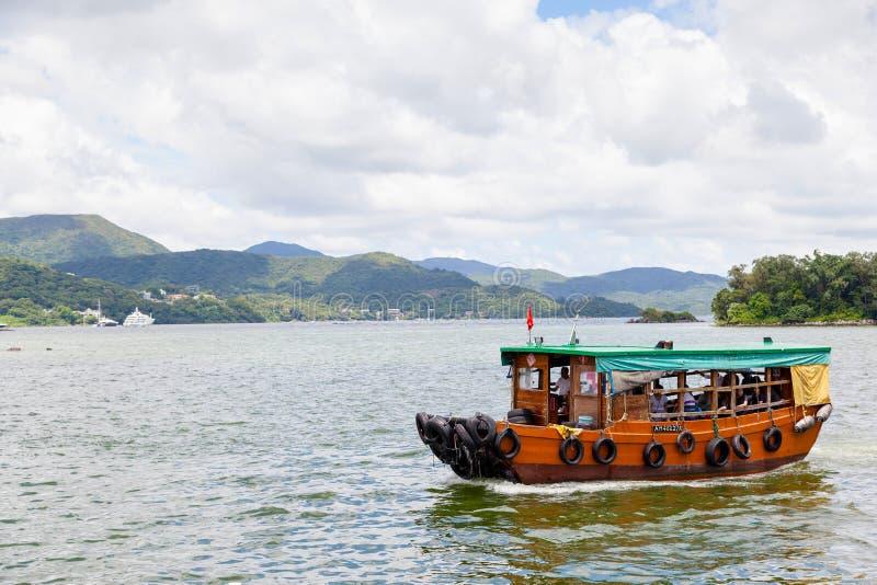 Sai Kung Boat Tour a las islas periféricas, Hong Kong foto de archivo