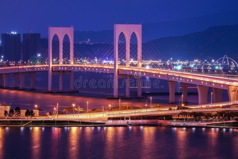 Sai Van Przerzucający most widok przy nocą, Macau zdjęcia royalty free