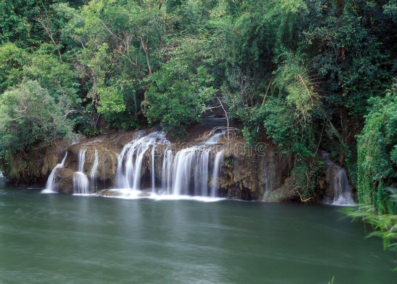 Sai Yok Wasserfall lizenzfreie stockfotografie