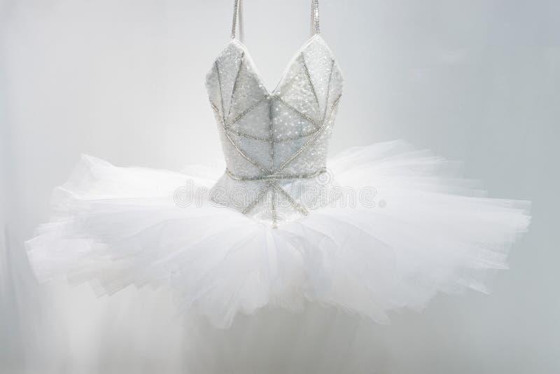 Saia do vestido do bailado no branco imagens de stock