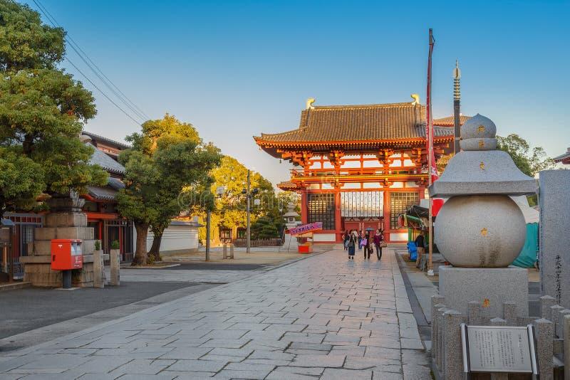 Saidaimon (Westtor) an Shitennoji-Tempel in Osaka, Japan stockfoto
