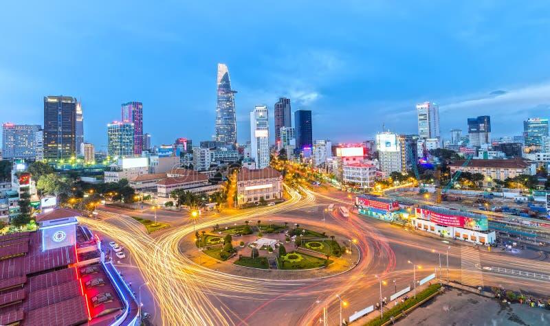 Saigon die bij nacht fonkelen stock afbeelding