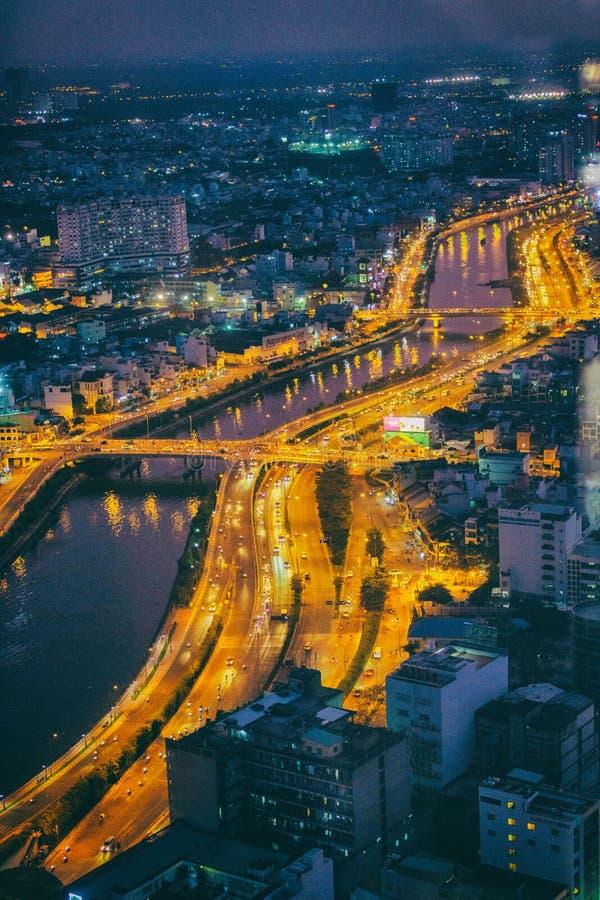 Saigon-Fluss in Ho Chi Minh-Stadt bis zum Nacht, Vietnam lizenzfreies stockbild