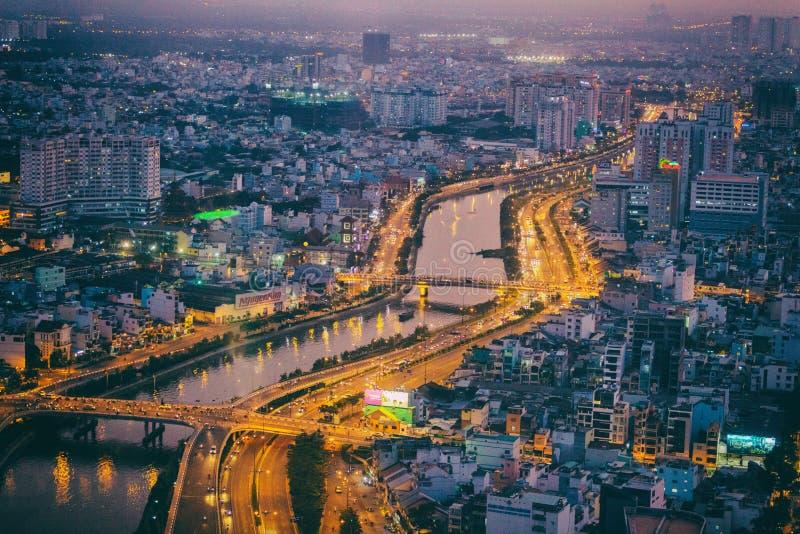 Saigon-Fluss in Ho Chi Minh-Stadt bis zum Nacht, Vietnam stockbilder